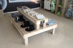 winkelinrichting-presentatie-tafel