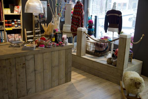 https://www.steigerhoutenmeubelshop.nl/wp-content/uploads/2009/07/steigerhout-toonbank-etalage-winkel.jpg