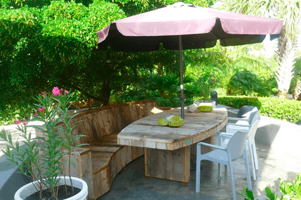 Steigerhouten tafel en bank ovaal
