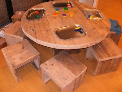 Ronde steigerhouten speeltafel