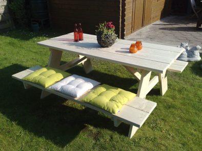 Steigerhouten picknicktafel Mayen (foto: nieuw hout)