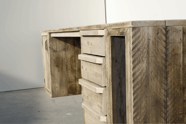 Steigerhouten bureau met laden en vak