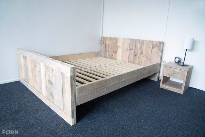 Steigerhouten bed Alna met lattenbodem (optioneel)