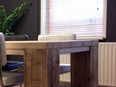 Steigerhout tafel met dikke planken