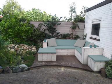 Witte steigerhouten loungebank met stoere kussens