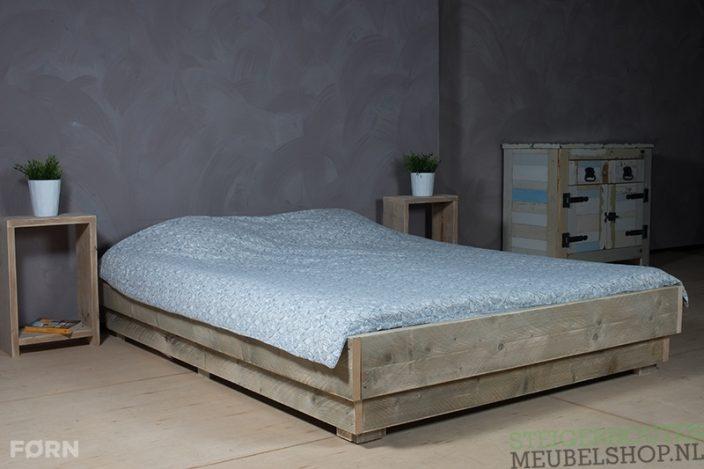 Steigerhouten bed tweepersoons Tava