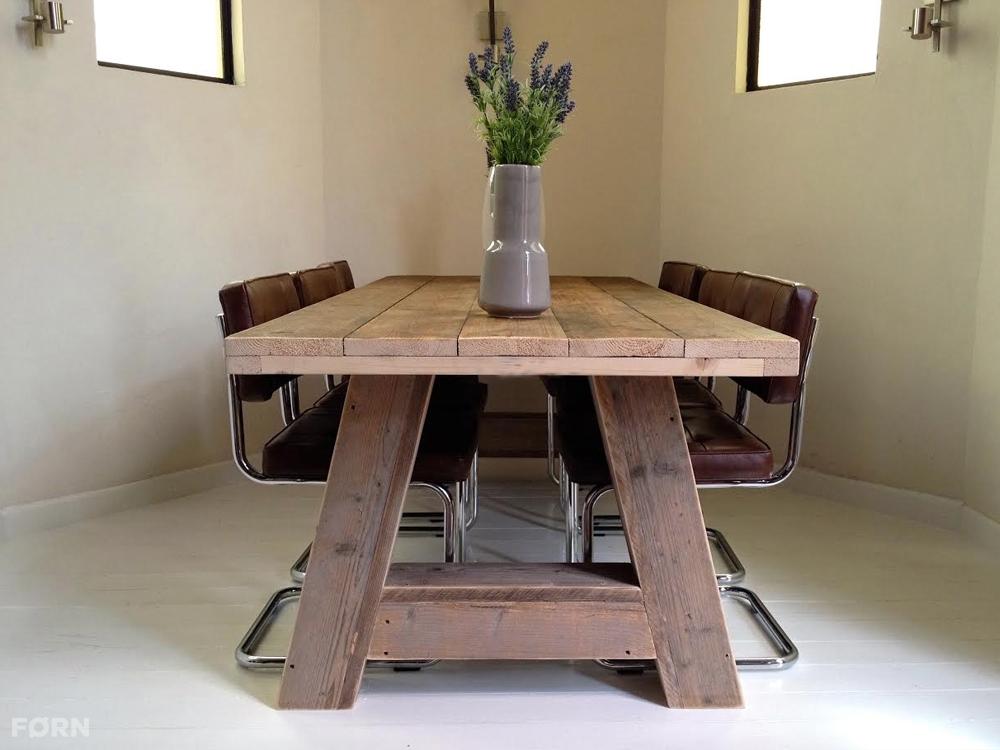 Stoere houten tafel u0026#39;Stockholmu0026#39; gemaakt van oude dikke vurenhout ...
