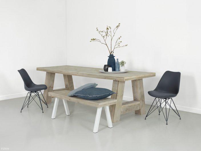 steigerhouten tafel stockholm sfeerfoto