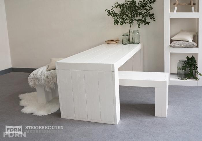 Witte houten eettafel Vit, stoer en modern van FØRN