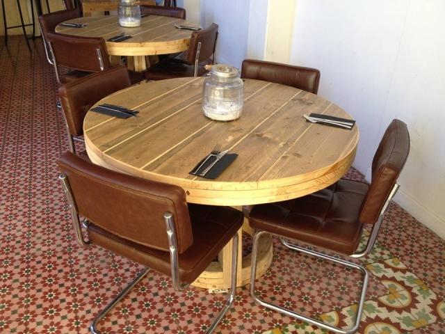 Ronde horeca tafel steigerhout restaurant Curacao