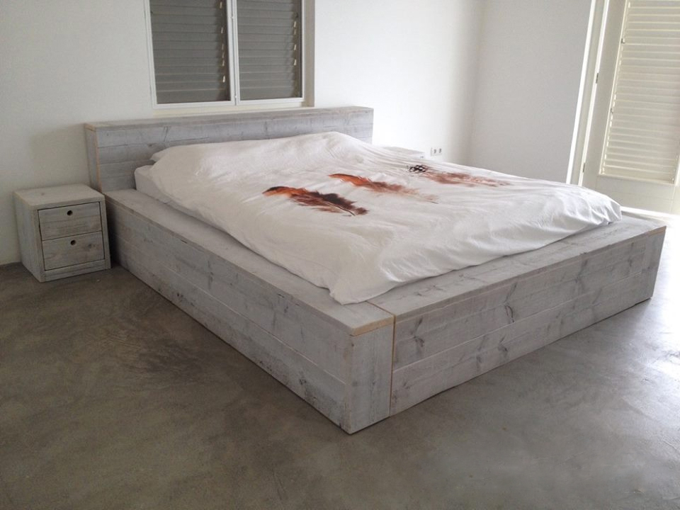Steigerhouten bed white wash