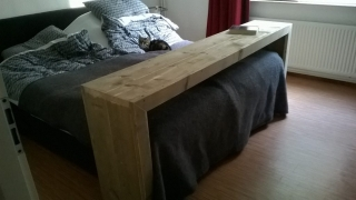 Steigerhout bedtafel