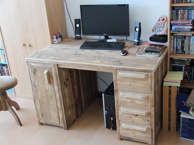 Steigerhouten bureau