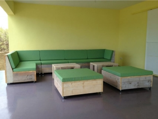 Steigerhouten loungeset klant Curacao