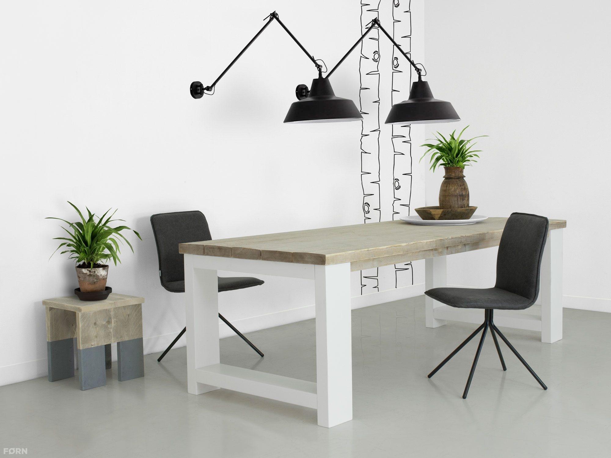 Steigerhouten tafel met dikke planken millau tafels met witte poten