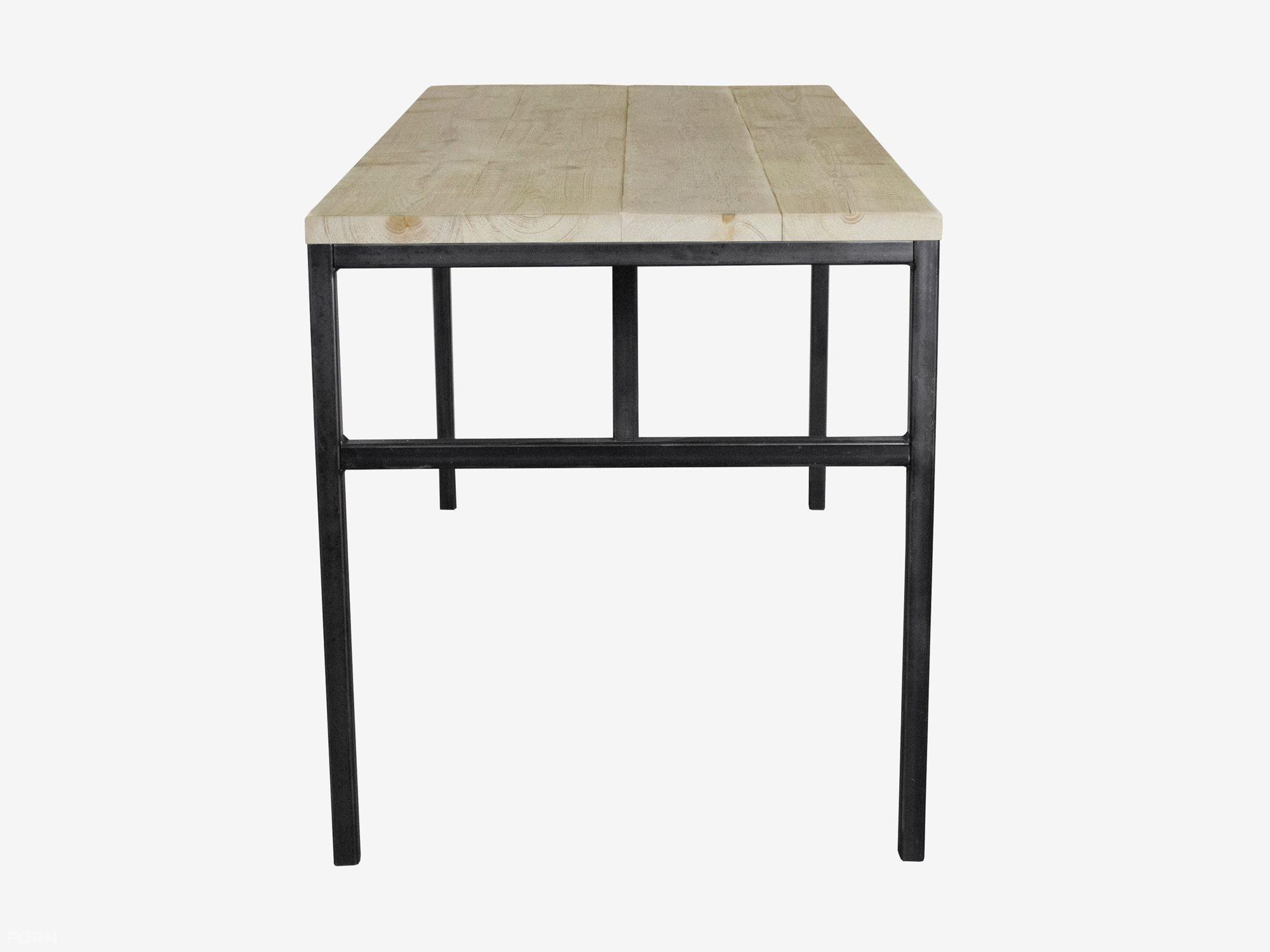 Industrieel bureau met stoer vintage style onderstel for Goedkope industriele eetkamerstoelen