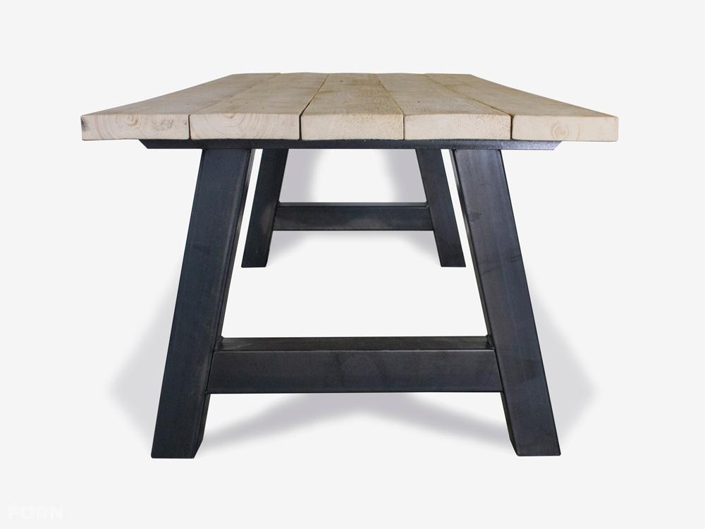 Tafel Stalen Poten : Industriële tafel met a poot of kruispoten vanaf 349 euro