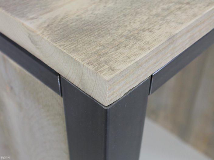 Steigerhouten bar met staal Flyn detail afwerking