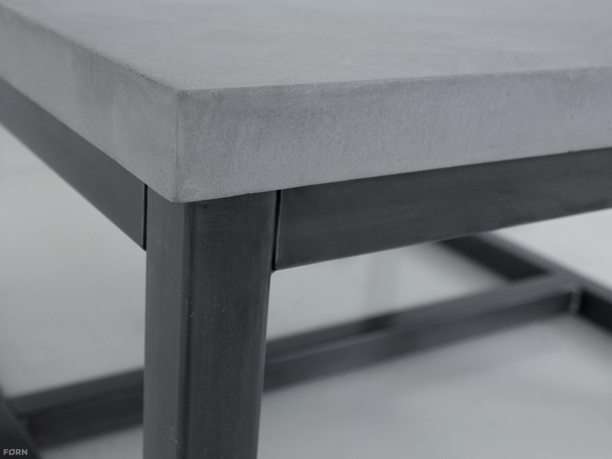 Salontafel met stoere betonlook fØrn robuuste meubelen