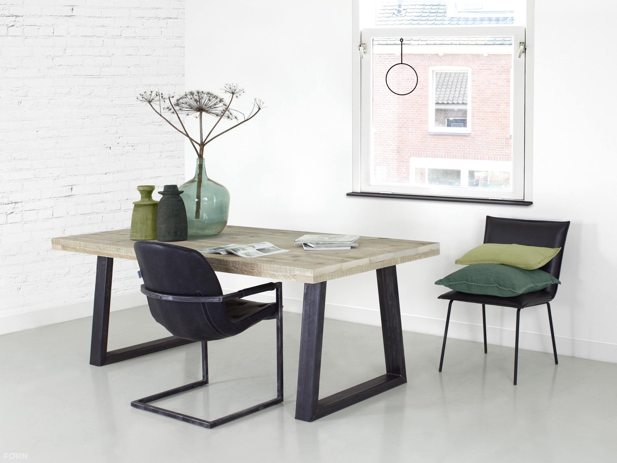 Metalen Onderstel Tafel : Industriële tafel met stalen trapeze poten