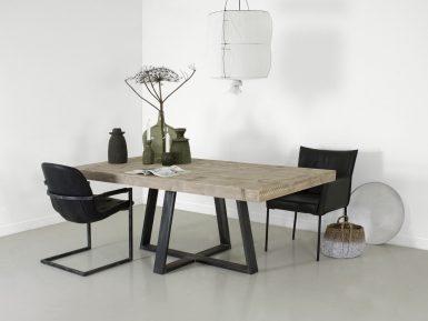 Steigerhouten tafel Halvar met stalen onderstel