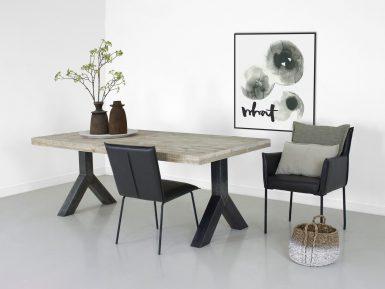 Steigerhouten tafel Yaren met stalen onderstel