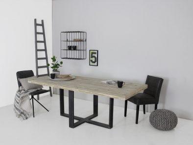 Industriele tafel met steigerhouten tafelblad op maat gemaakt