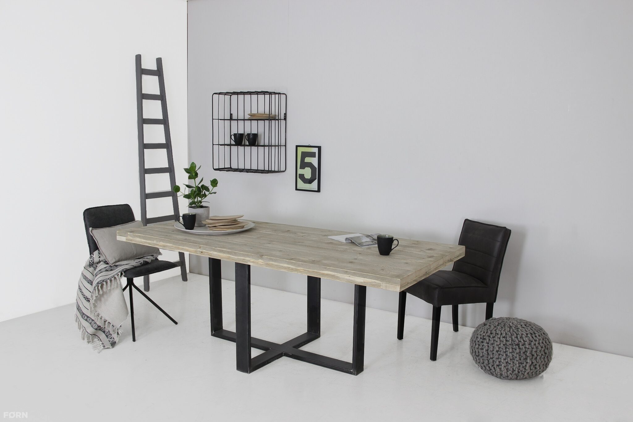 Industriële tafel met spinpoot op maat steigerhoutenmeubelshop.nl
